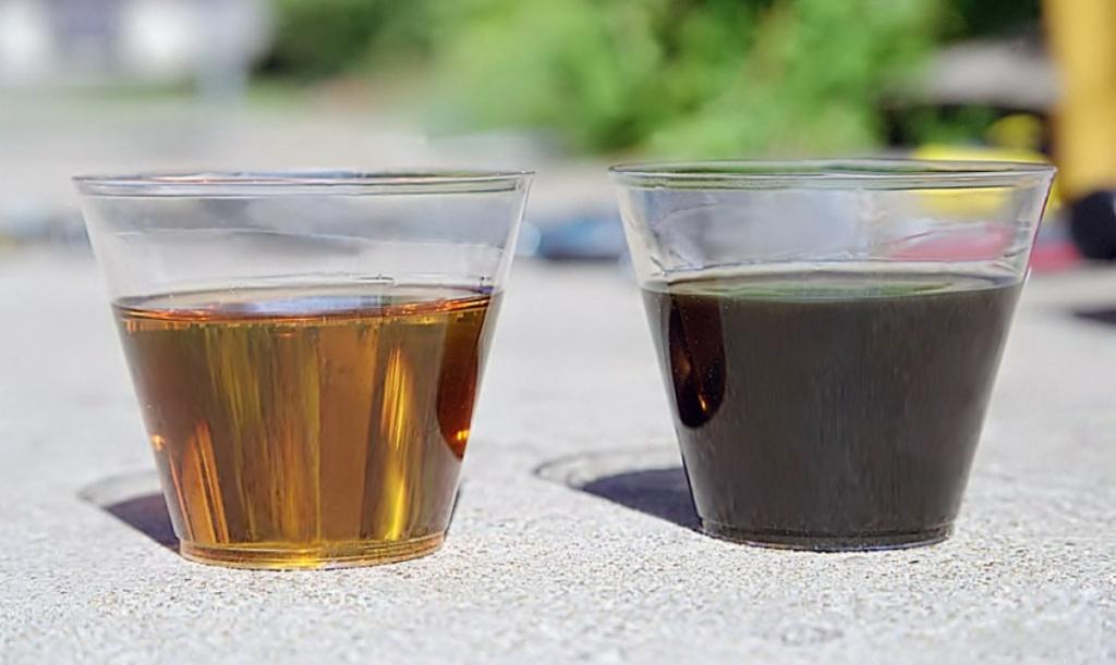 Чистое (слева) и грязное (справа) трансмиссионное масло